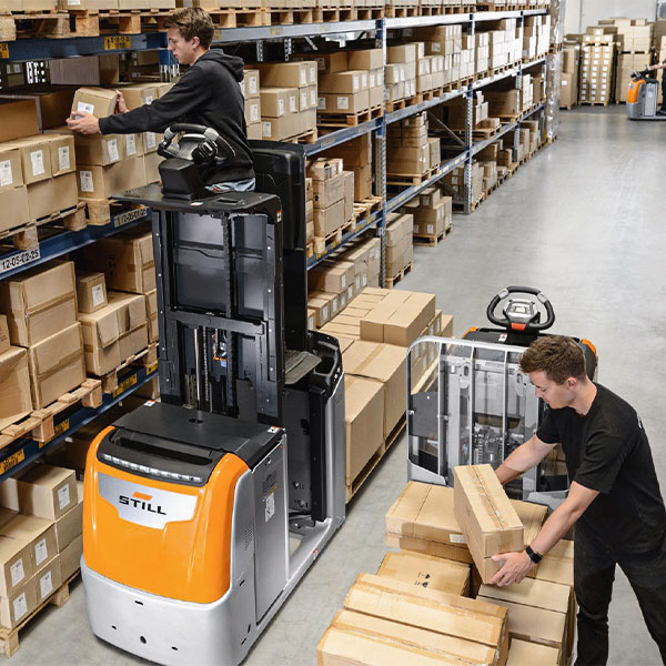Reach trucks or order pickers? Which is the best logistics solution?